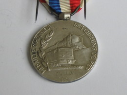 Décoration/ Médaille De Cheminot - Médaille D'honneur Des Chemins De Fer - 1954   **** EN ACHAT IMMEDIAT **** - France