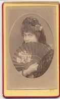Photographie Ancienne XIXème CDV Photo Portrait D'une Femme à L'éventail Artiste ? Photographe Inconnu - Anonymous Persons