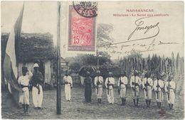 Madagascar – Miliciens – Le Salut Aux Couleurs - Madagascar