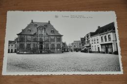 641- Torhout, Markt En Stadhuis - Torhout