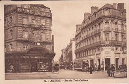 CPSM  NB Ou Bistre En PF De  AMIENS  (80)  -  Rue Des Trois Cailloux - Grande Pharmacie De Paris   //  TBE - Amiens