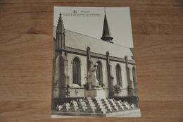664- Nieuport, De Kerk En 't Standbeeld Der Gesneuvelden - Eglises Et Couvents