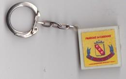 PORTE CLEFS   ---  FROMAGE -- LE MIRECRUTIEN Fabriqué En Lorraine  - Rien Au Dos - 2,5 X 2,5 Cm  -- - Porte-clefs