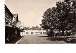41----CONTRES---la Place Du Marché Et à Gauche L'hôtel De Ville--voir 2 Scans - Contres