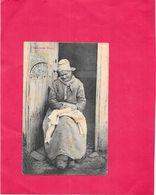 NOS BONS VIEUX - Une Paysanne Raccommodant - BORD1512 - - Femmes