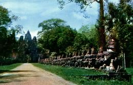CAMBODGE  CAUSERY TO THE GATE OF VICTORY ANGKOR WAT - Cambodge