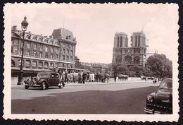 VIEILLE PHOTO ** PARIS - Belle Vue Sur CITROEN TRACTION AVANT ** 6 X 9cm - Juillet 1956 - Auto's