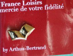 Z 570)...........ARTHUS  BERTRAND................PIN'S  FRANCE  LOISIRS - Arthus Bertrand