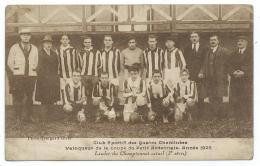 RARE CPA GIVET EQUIPE DE FOOT FOOTBALL, CLUB SPORTIF DES QUATRE CHEMINEES, VAINQUEUR DE LA COUPE DU PETIT ARDENNAIS 1925 - Givet