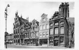 MECHELEN - Grote Markt.  Oude Huizen En Telegraafkantoor. - Mechelen