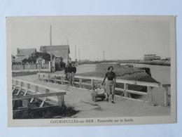 CPA8-L17 - Carte Postale Ancienne - Courseulles Sur Mer - Passerelle Sur La Seulle - Courseulles-sur-Mer