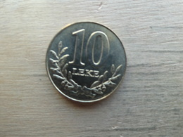 Albanie  10  Leke  2000  Km 77 - Albania