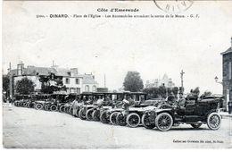 Cpa De Dinard - Place De L'église - Les Automobiles Attendant La Sortie De La Messe - - Dinard