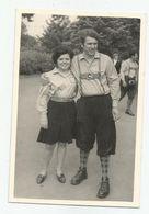 Men And Woman Pose For Photo- Xz90-27 - Persone Anonimi