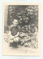 Man Pose For Photo- Xz84-27 - Persone Anonimi