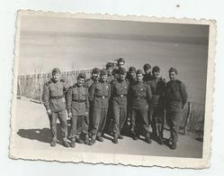 Men -soldiers Pose For Photo- Xz76-27 - Persone Anonimi
