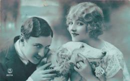 Jeune Couple Avec Leur Chien - Oblitérée Echallens Le 4.IV.1927 - Paare