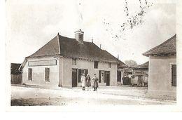 10 LE CHENE LE CAFE DE LA PLACE 1957 (timbre Pub Au Dos : Télévision Grammont) CPA 2 SCANS - France