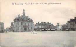 CPA Commentry Vue Actuelle De La Place Du 14 Juillet (animée) F879 - Commentry