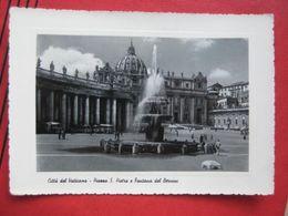 Citta Del Vaticano - Piazza S Pietro E Fontana Del Berníni / Zensur - Vatikanstadt