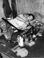 LUANG PRABANG - LAOS - ETHNOLOGIE - FUMEUR OPIUM CHINOIS - 1953 INDOCHINE - Photos