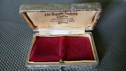 Adr. Segers - Jonkers Juweller Breda - Coffret à Bijou Pour Alliance En Carton Bois Et Papier Couleur Argent - 6cmx4cm - Bijoux & Horlogerie