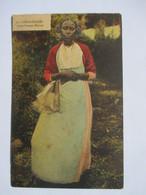 MADAGASCAR   -   DIEGO-SUAREZ    -  JEUNE  FEMME  METISSE        TRES ANIME      ROUSSEURS - Madagascar