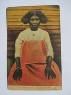 MADAGASCAR   -   DIEGO-SUAREZ    -  JEUNE  FEMME  MALGACHE        TRES ANIME      ROUSSEURS - Madagascar