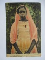 MADAGASCAR   -   DIEGO-SUAREZ    -  JEUNE  FEMME  MALGACHE   ( BETANIMENO )     TRES ANIME      ROUSSEURS - Madagascar