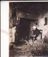 Photo 14-18 HATTONVILLE (Vigneulles-les-Hattonchâtel) - Paysanne Attisant Le Feu, Chien (A187, Ww1, Wk 1) - Europe