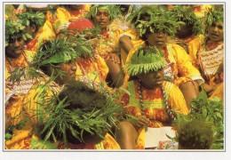 Ouvea Melanesiennes En Tenue De Fete (LOT OA) - Nouvelle-Calédonie