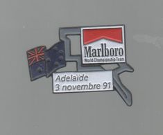 PINS PIN'S CIGARETTE AUTO AUTOMOBILE COURSES RALLYE F1 ADELAIDE AUSTRALIA  3 11 1991 CIGARETTES MARLBORO DRAPEAU - Car Racing - F1