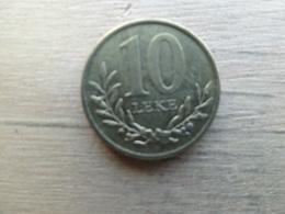 Albanie  10  Leke  2013  Km !!! - Albania