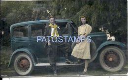 85618 AUTOMOBILE OLD CAR AUTO SEDAN AND COUPLE GAUCHO REAL PHOTO POSTAL POSTCARD - Postcards
