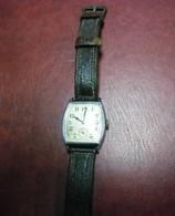 MONTRE ANCIENNE OMEGA De Forme Tonneau - VINTAGE MECANIQUE ! Fonctionne Bracelet Cuir D'origine Voir Descriptif - Watches: Old