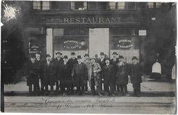 TABAC : CONGRES DES RECEVEURS BURALISTES 11/2/1906 à PARIS - GROUPE DE PERSONNES DEVANT UN RESTAURANT à Identifier - Documents