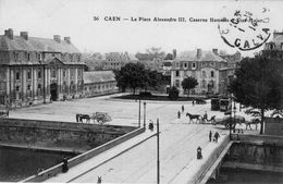 Cpa Caen 14 Calvados La Place Alexandre Caserne Hamelin Et Etat Major - Caen