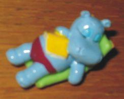 Kinder Hippopotame Sur Un Transat - Monoblocs