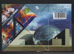 LOT 179 - FINLANDE  BF N°24 **  - SCIENCES ( Hologramme - Visages Et Enfants)  - Cote 8.50  € - Hologrammes