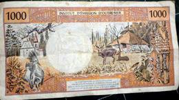 TAHITI  DOM TOM BILLET DE BANQUE 1000 FRANCS INSTITUT D'EMISSION D'OUTRE MER BILLET FROISSE N° 95092268 - Billetes