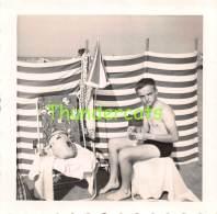 ANCIENNE PHOTO JEUNE GARCON PLAGE WENDUYNE VINTAGE YOUNG BOY OUDE FOTO JONGEN STRAND WENDUINE 9 Cm X 9 Cm - Personnes Anonymes