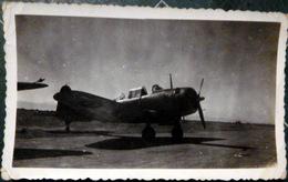 AVIATION PHOTOGRAPHIE D'UN AVENGER AU DECOLLAGE SUR PORTE AVIONS ANNEES 1950 11 X 6 CM - Aviación