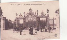 CPA -  5782. LYON - Les Grilles Monumentales Du Parc - Lyon