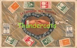 CPA EN RELIEF GAUFREE LE  LANGAGE DES TIMBRES BELGIQUE BELGIE - Timbres (représentations)