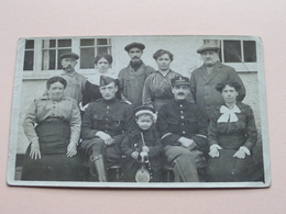 Soldaten / Soldats / Soldiers Met Familie ( & Bij De Fam. Van De Walle ) Anno 1916 ( Zie Foto's ) ! - Guerre, Militaire