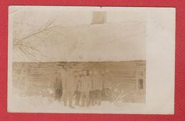 Région De Riga   Groupe De Soldats Allemands  Du 6 Res Div Devant Une Ferme -  26/4/1916 - Lettonie