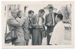 Cambodia,  NORODOM SIHANOUK Et Jurnalistes. Cambodge , Vintage Old Photo - Cambodge