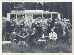 Photo Allemagne, Hommes Avec Chopes De Bière, Autobus - Lieux