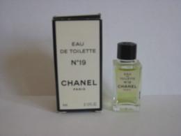 MINIATURE DE PARFUM N° 19  DE CHANEL EAU DE TOILETTE 4ML - Miniatures Modernes (à Partir De 1961)