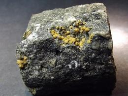 Sphalerite On Matrix 3.5 X 3 X 2.5 Cm)  Carriére De Beez - Namur - Belgique - Mineralen